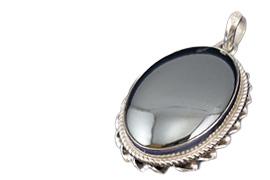 hadid-necklace سنگ حدید : سیر تا پیاز درباره سنگ و انگشتر حدید صینی
