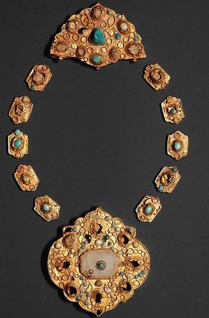 turquoise-Necklaces-min فیروزه و روش تشخیص حرفهای آن + تمام خواص سنگ فیروزه + احادیث