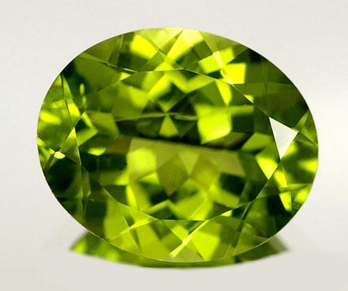Peridot-gem-stone سنگ زبرجد: خواص سنگ زبرجد سبز در اسلام، روش تشخیص، نگهداری و قیمت زبرجد