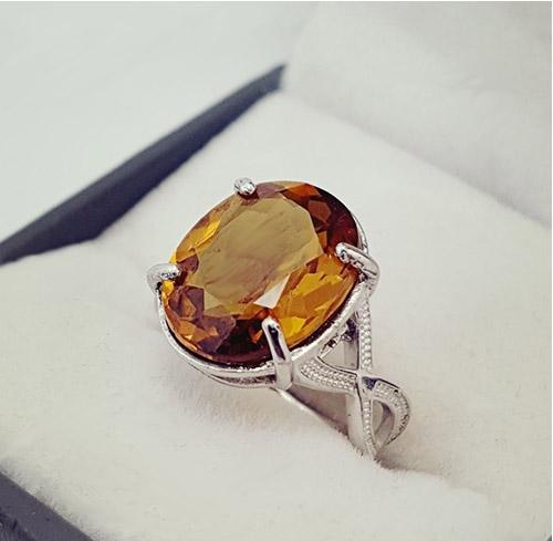 alexandrite-ring الکساندریت: تمام ویژگی های شگفت انگیز + خواص الکساندریت هفت رنگ
