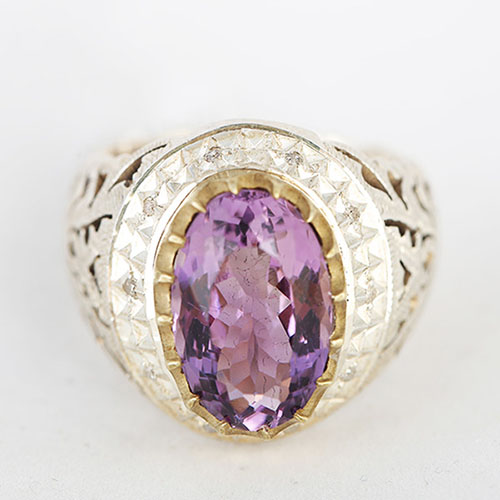 amethyst-ring سنگ آمیتیست: تاریخچه، روش نگهداری، تشخیص + خواص سنگ آمیتیس بنفش