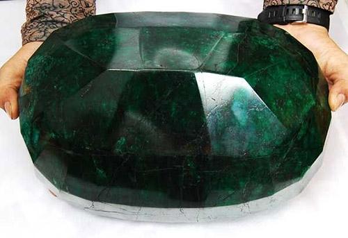 emerald-11 زمرد سنگ عشق: نحوه تشخیص + خواص زمرد در احادیث و منابع علمی