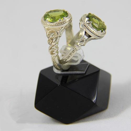 peridot-rings سنگ زبرجد: خواص سنگ زبرجد سبز در اسلام، روش تشخیص، نگهداری و قیمت زبرجد