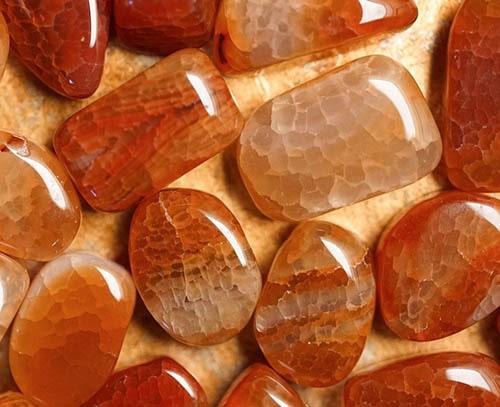 types-of-agate2 عقیق: انواع، تشخیص اصالت، روایات، خواص، روش نگهداری و قیمت سنگ عقیق اصل