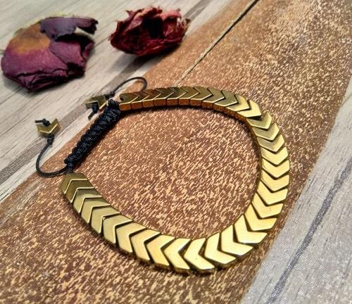 -دستبند-با-سنگ-حدید دستبند: نکات طلایی برای انتخاب مدل دستبند +۶۰ عکس دستبند خاص