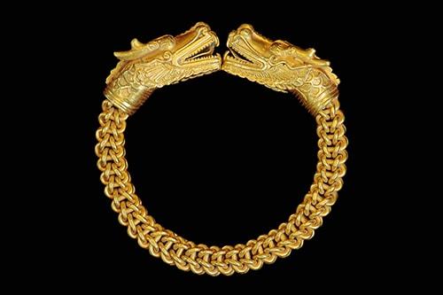 Antique-bracelet-2 دستبند: نکات طلایی برای انتخاب مدل دستبند +۶۰ عکس دستبند خاص
