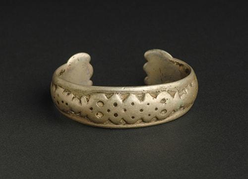 Antique-bracelet دستبند: نکات طلایی برای انتخاب مدل دستبند +۶۰ عکس دستبند خاص