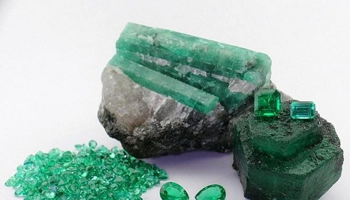 Brazilian-emerald-green قیمت زمرد: آموزش تشخیص و تعیین قیمت سنگ زمرد اصل کلمبیا، پنجشیر و زامبیا