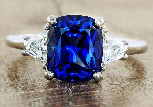Sapphire-ring یاقوت کبود: خواص اعجاب انگیز سنگ یاقوت کبود برای روح و جسم