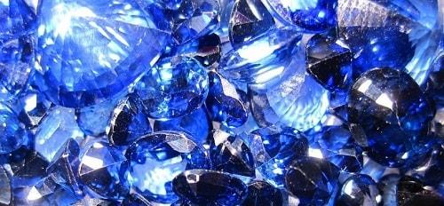 blue-sapphire-min یاقوت کبود: خواص اعجاب انگیز سنگ یاقوت کبود برای روح و جسم