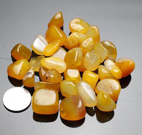 colection-of-agate-stone عقیق زرد همراهبا بررسی تخصصی طلسم شرف الشمس (خرافه یا واقعیت)