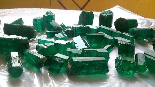 collection-of-emerald-1 سنگ زمرد پنجشیر افعانستان: نحوه تشخیص، روش نگهداری و خواص زمرد افغانستان