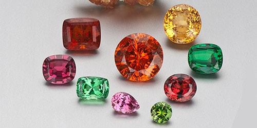 garnet-colors گارنت: همه چیز درباره سنگ گارنت قرمز و سبز، قیمت و خواص گارنت