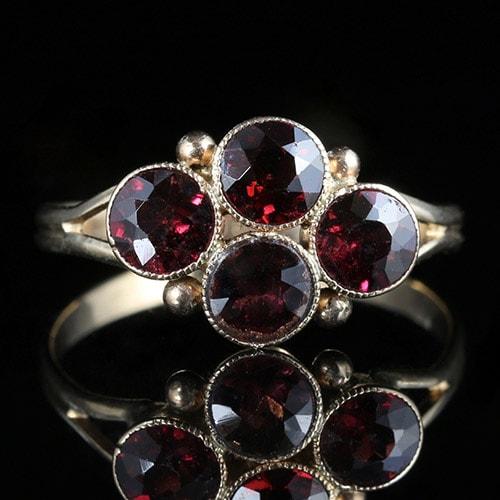 garnet-ring گارنت: همه چیز درباره سنگ گارنت قرمز و سبز، قیمت و خواص گارنت