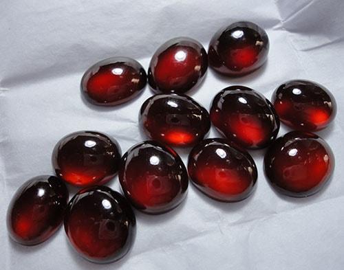 garnet-stones گارنت: همه چیز درباره سنگ گارنت قرمز و سبز، قیمت و خواص گارنت