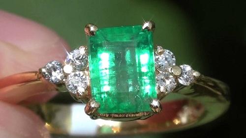 ring-emerald-1 سنگ زمرد پنجشیر افعانستان: نحوه تشخیص، روش نگهداری و خواص زمرد افغانستان