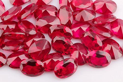 ruby-stone-2 قیمت یاقوت کبود و قیمت یاقوت سرخ +راهنمای حرفهای قیمتگذاری