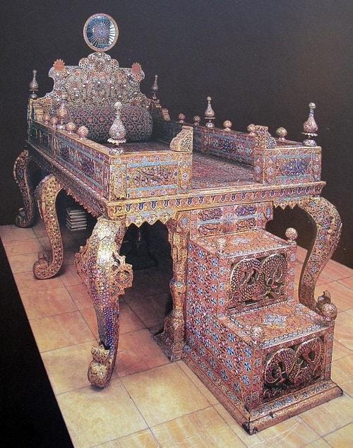 tavoos-1 الماس کوه نور و الماس دریای نور داستانی عجیب از نادرشاه تا ملکه انگلیس