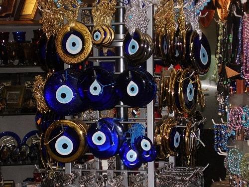 -سنگ-چشم-نظر چشم نظر (چشم و نظر): دیدگاه علما درباره سنگ چشم نظر + آیات و احادیث