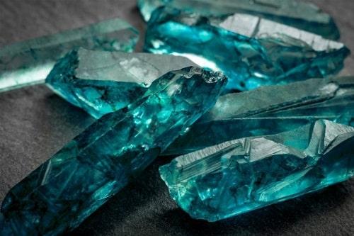 -ماه-تولد-آبان-اکوامارین سنگ ماه تولد آبان: بررسی تخصصی سنگ ماه آبان + خواص سنگ متولد آبان