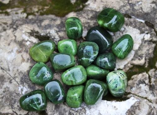 -گرم-سنگ-یشم یشم: معرفی و شناخت کامل سنگ یشم، خواص و قیمت سنگ یشم