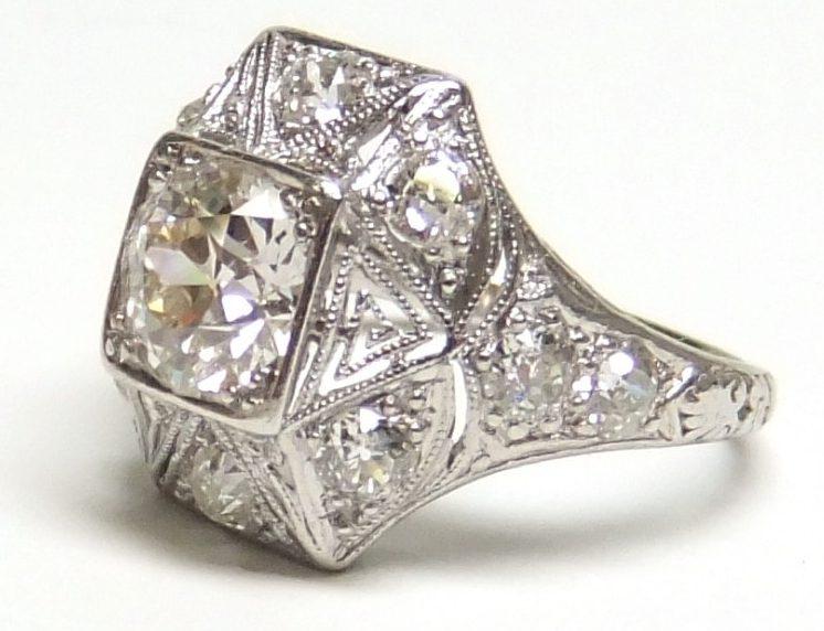 Diamond-ring-e1567521050654 سنگ ماه تولد فروردین : بررسی تخصصی انواع سنگ ماه فروردین + خواص + قیمت