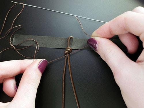 How-to-make-bracelets-5 دستبند مهره ای : تصاویر ۶۰ مدل دستبند مهره ای دست ساز + آموزش ساخت