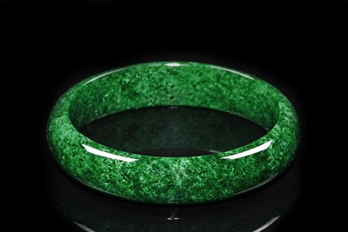 Jade-Ring سنگ ماه تولد اسفند مطابق توافق جهانی و خواص کامل سنگ ماه اسفند