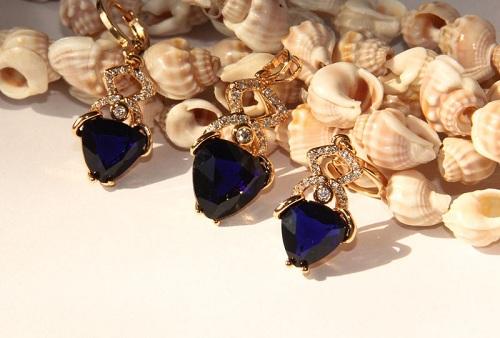 Sapphire-earrings سنگ ماه تولد شهریور مطابق توافق جهانی + خواص کامل سنگ ماه شهریور
