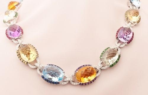 birth-stones-necklace سنگ ماه تولد مرداد مطابق توافق جهانی + خواص کامل سنگ ماه مرداد