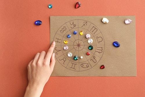 birthstones سنگ ماه تولد آذر: بررسی تخصصی انواع سنگ ماه آذر + خواص + قیمت