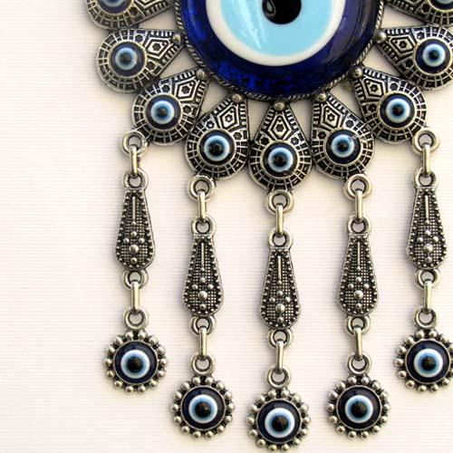 evil-eyes-2 چشم نظر (چشم و نظر): دیدگاه علما درباره سنگ چشم نظر + آیات و احادیث