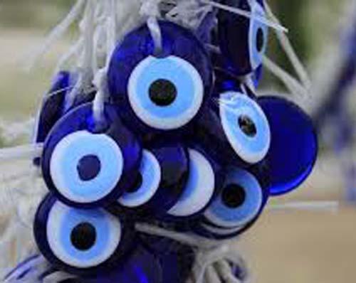 evil-eyes-5 چشم نظر (چشم و نظر): دیدگاه علما درباره سنگ چشم نظر + آیات و احادیث
