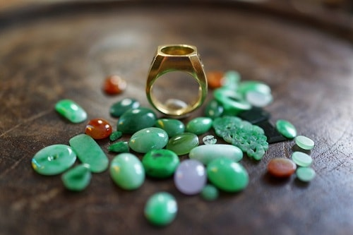 jade-ring-special یشم: معرفی و شناخت کامل سنگ یشم، خواص و قیمت سنگ یشم