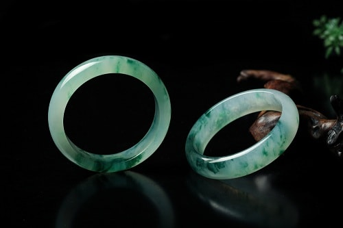 jade-ring یشم: معرفی و شناخت کامل سنگ یشم، خواص و قیمت سنگ یشم