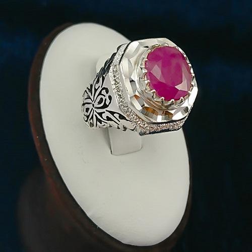 ruby-ring سنگ ماه تولد اسفند مطابق توافق جهانی و خواص کامل سنگ ماه اسفند