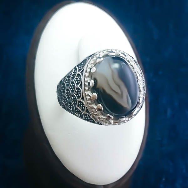 4-1-044-solomon-agate-ring-1 انگشتر نقره مردانه طرح صدفی سیاه قلم با سنگ عقیق سلیمانی