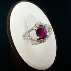 9-1-007-garnet-ring-4-230x230 سنگ ماه تولد آبان :بررسی تخصصی انواع سنگ ماه آبان + خواص + قیمت