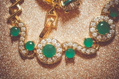 Emerald-Necklace سنگ ماه تولد تیر : بررسی تخصصی انواع سنگ ماه تیر + خواص + قیمت