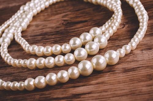 Pearl-necklace سنگ ماه تولد تیر : بررسی تخصصی انواع سنگ ماه تیر + خواص + قیمت