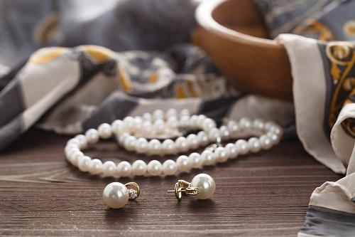 Pearl-necklace1 سنگ ماه تولد تیر : بررسی تخصصی انواع سنگ ماه تیر + خواص + قیمت