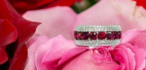 red-ruby-ring سنگ ماه تولد تیر : بررسی تخصصی انواع سنگ ماه تیر + خواص + قیمت
